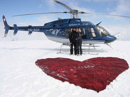 Heiratsantrag auf dem Gletschereis