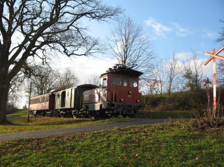 Zur Marktzeit fährt der DVZO mit historischen Bahnen vom RitterhausBubikonnach Wolfhausen und zurück