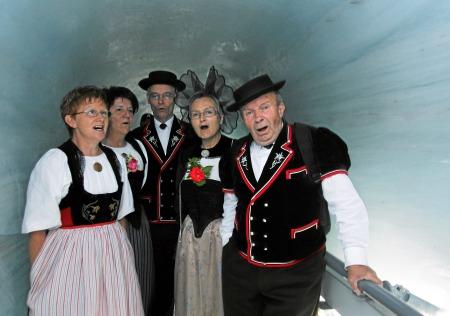 Medienkonferenz des Eidg. Jodlerfest 2011 Interlaken: Jodler im Eispalast