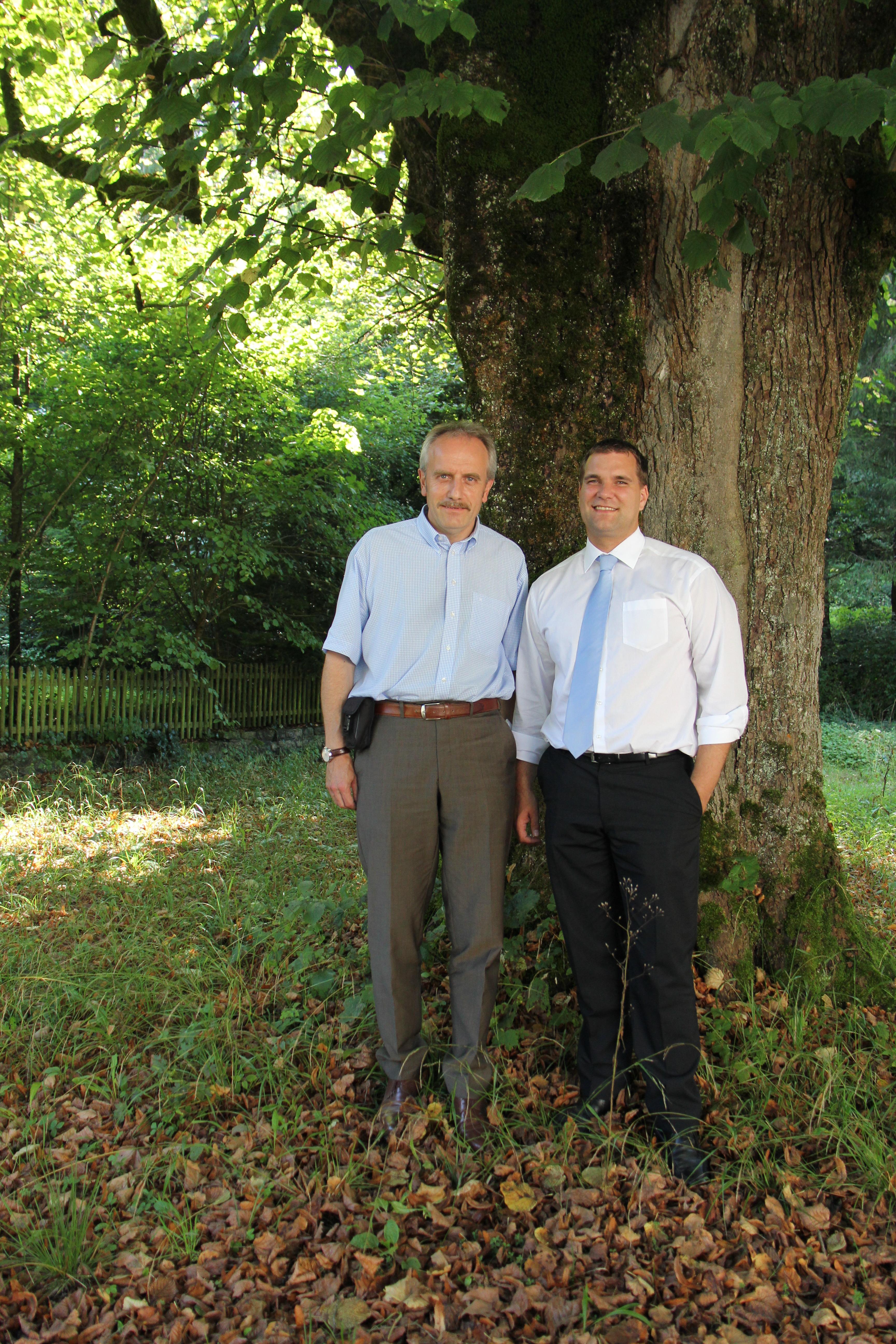 Zusammenarbeit Stiftung Wildnispark Zürich mit Coop auf dem Bild: Roger Vogt, Leiter Verkaufsregion Coop Zentralschweiz-Zürich und Christian Stauffer, Geschäftsführer Stiftung Wildnispark Zürich