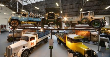 Neue Besucherattraktion auf dem Schlossareal in Rheinfelden Feldschlösschen eröffnet Oldtimer-Ausstellung 100 Jahre Nutzfahrzeuggeschichte unter einem Dach
