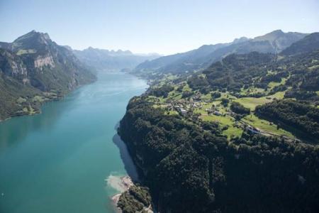 Glarus Nord präsentiert sich rund um den Kerenzerberg von einer seiner schönsten Seiten. Quelle: Kanton Glarus, Samuel Trümpy Photography