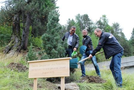 v.l.n.r. Reto Bulgheroni (Leiter PistenBully Schweiz), Rainer Flaig (CEO Saastal Bergbahnen), Raimund Mayer (ehemaliger Leiter PistenBully Schweiz)