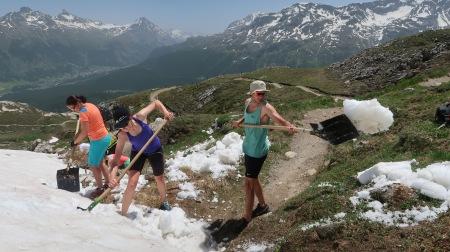St. Moritz vertreibt den Winter mit der Schaufel  Weltschaufeltag: Bahn frei für den Sommer!