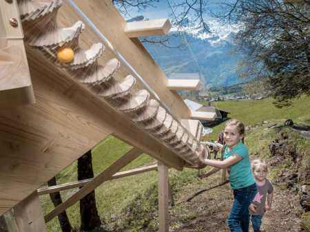 Hasliberg: Kugelweg mit Kugelbahnen